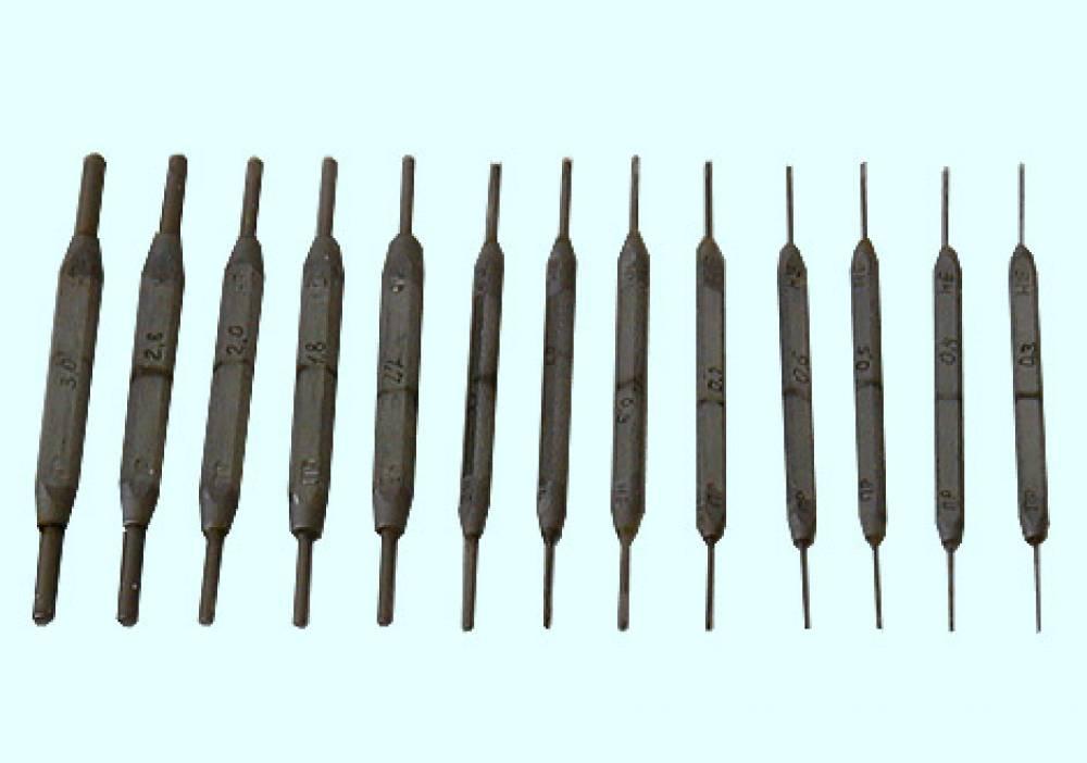 Калибры гладкие для отверстий КГО-0,3; 0,4; 0,5; 0,6; 0,7; 0,9; 1,0; 1,3; 1,7; 1,8; 2,0; 2,8; 3,0 (комплект № 2) для воздухораспределителей усл. № 270, № 466, № 483, № 483М (ПР+НЕ - 13+13 шт. - ЦВ-ЦЛ-292 – 1994 г.)